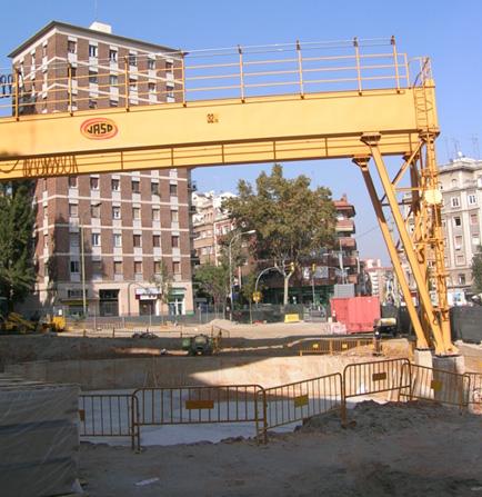 ... . Imatge de la plaça Maragall afectada per les obres de la línia 9