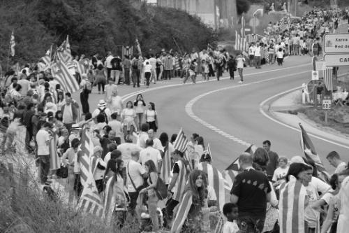 2013 Cadena humana desde Francia a Valencia recorriendo toda Cataluña, lema 'Via Catalana per la Independència' BN